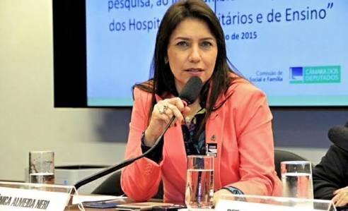 Médica baiana é homenageada por relevantes serviços prestados à saúde pública no Brasil